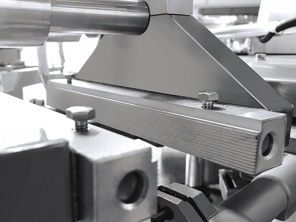 Heat sealing device